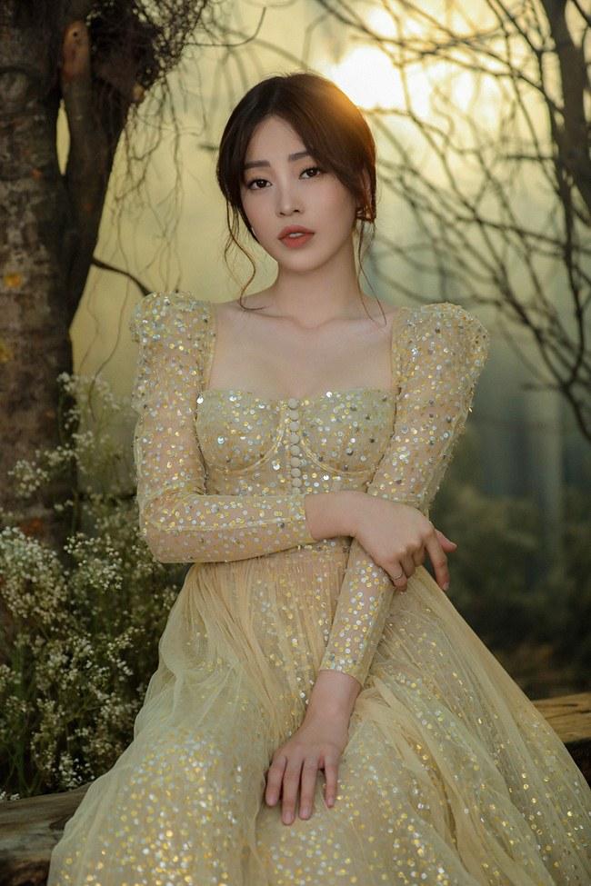 Tiểu Vy đẹp tựa nữ thần với váy cưới corset cúp ngực - 4