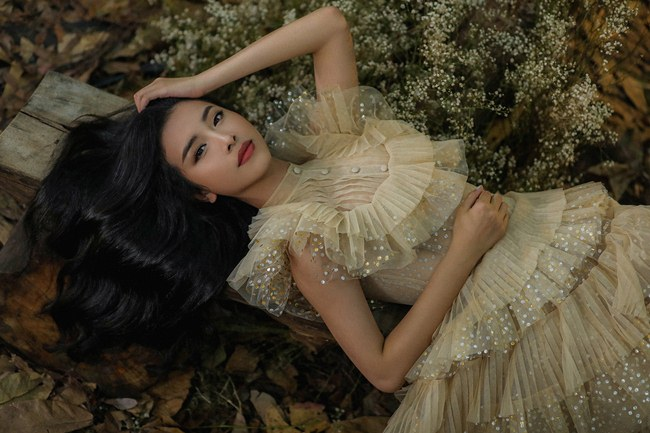 Tiểu Vy đẹp tựa nữ thần với váy cưới corset cúp ngực - 5