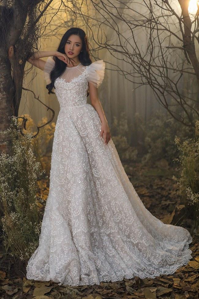 Tiểu Vy đẹp tựa nữ thần với váy cưới corset cúp ngực - 7