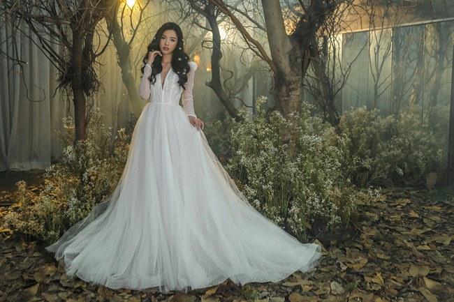Tiểu Vy đẹp tựa nữ thần với váy cưới corset cúp ngực - 6