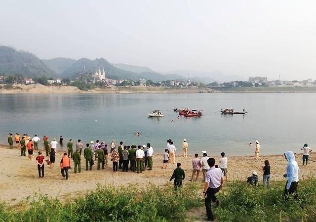 Về nhà bạn chơi, 4 thanh niên chết đuối thương tâm khi tắm sông Đà - 1