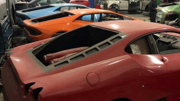 Phát hiện xưởng làm giả siêu xe Ferrari và Lamborghini quy mô lớn ở Brazil - 1
