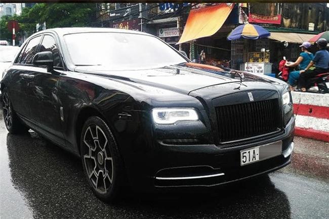 Một chiếc xe siêu sang tiền tỷ rất hay được Bảo Hưng sử dụng đó chính là Rolls-Royce Ghost thế hệ thứ nhất. Được biết, chiếc xe này đã được độ lên phiên bản Black Badge ngay khi thuộc sở hữu của Bảo Hưng.