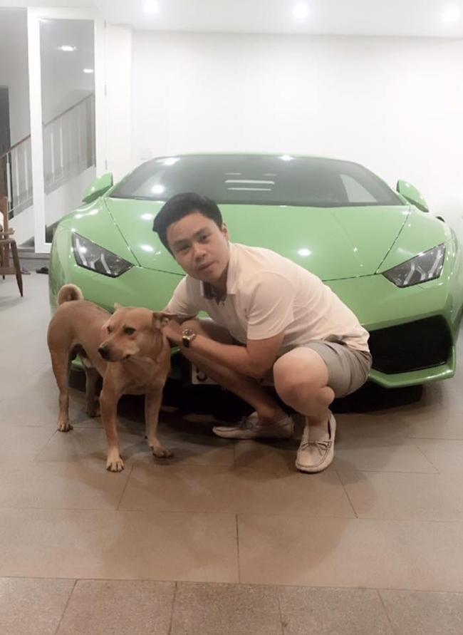 Hình ảnh Phan Thành chơi đùa bên chú chó cưng cạnh chiếc siêu xe khủng khiến nhiều người choáng váng.