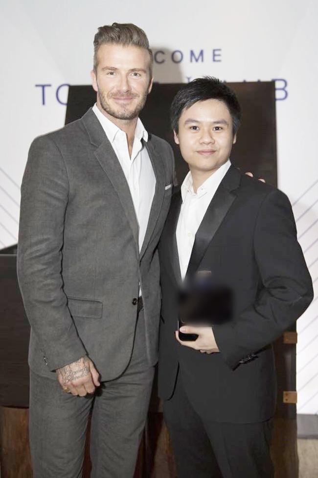 Gia đình Phan Thành có những mối quan hệ đặc biệt với nhiều người quyền lực trên thế giới. Anh chàng đã có cơ hội tiếp đón David Beckham trong lần cựu cầu thủ này sang thăm Việt Nam.