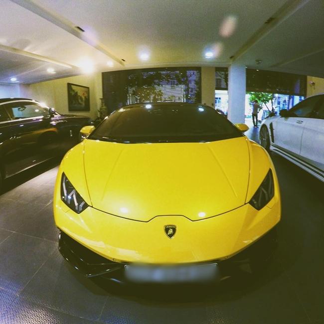 Siêu xe Ferrari 488 GTB màu vàng xuất hiện bên đại gia phố Núi