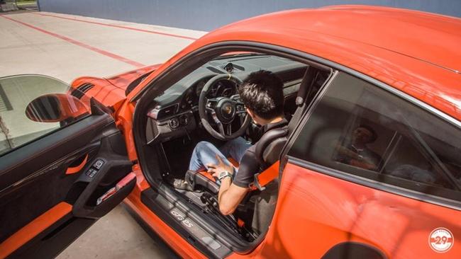 Chiếc McLaren 720S của Cường Đô-la là chiếc thứ 5 về Việt Nam, cólớp sơn màu cam đầy nổi bật ở ngoại thất.