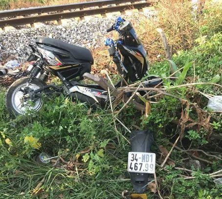 2 nữ sinh vừa đỗ lớp 10 tử vong thương tâm khi băng qua đường sắt - 2