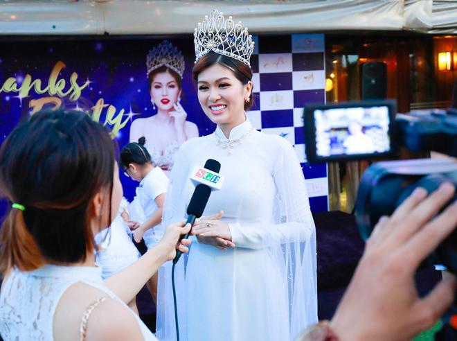 Hoa hậu quê Vũng Tàu mở tiệc trên du thuyền lớn nhất sông Sài thành - 1