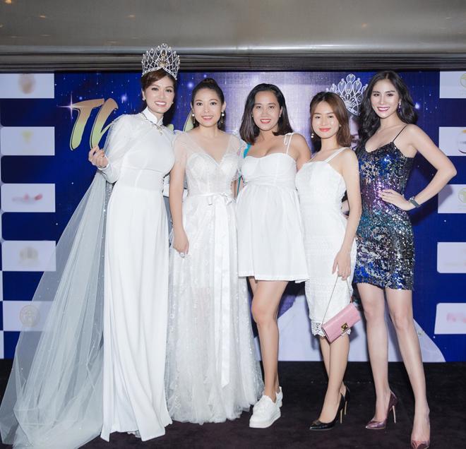 Hoa hậu quê Vũng Tàu mở tiệc trên du thuyền lớn nhất sông Sài thành - 5