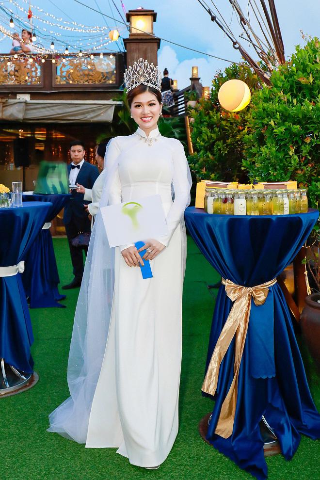 Hoa hậu quê Vũng Tàu mở tiệc trên du thuyền lớn nhất sông Sài thành - 3