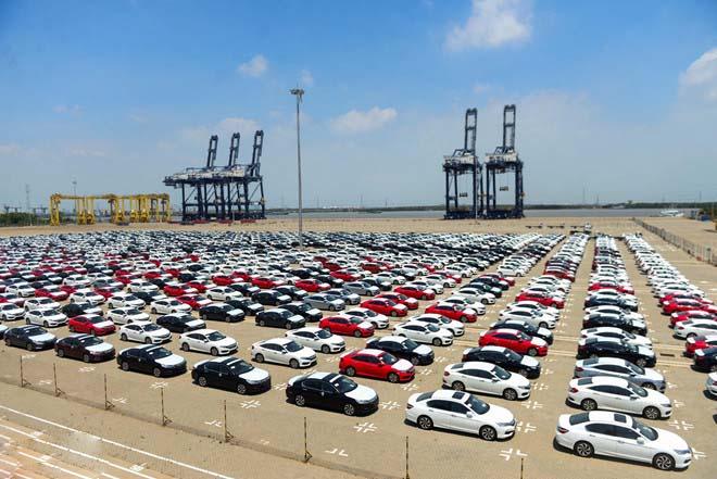 Thuế nhập khẩu ô tô nguyên chiếc tăng hơn 4 lần trong tháng 6 - 1
