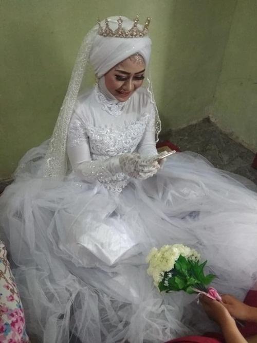 Đám cưới gây sốc khi có một chú rể, hai cô dâu - 5