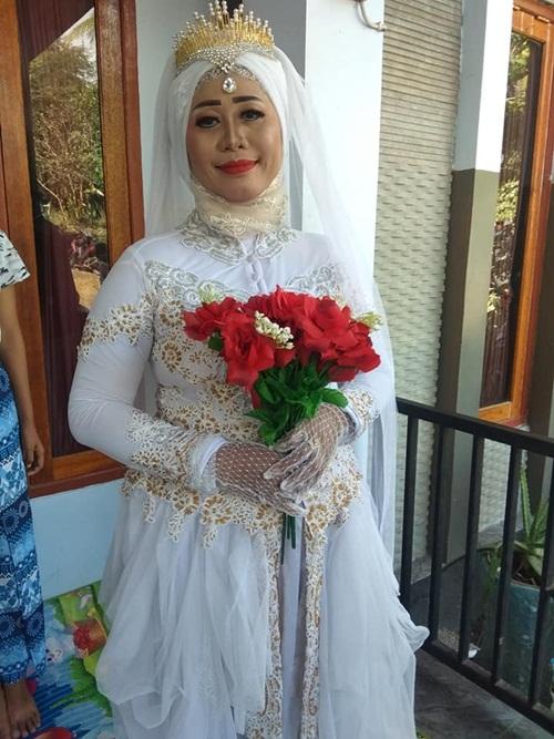 Đám cưới gây sốc khi có một chú rể, hai cô dâu - 6
