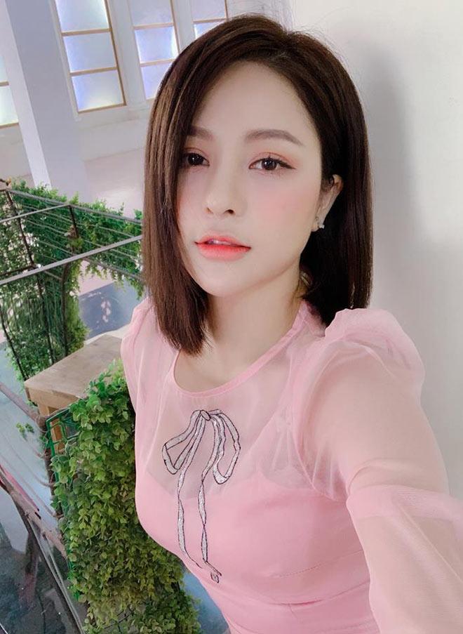"""Hot girl Trâm Anh bất ngờ xuất hiện sau 3 tháng """"im hơi lặng tiếng"""" - 4"""