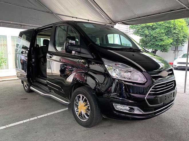 Cận cảnh Ford Tourneo 2019 tại showroom và giá bán từ 960 triệu
