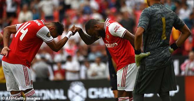 """Real Madrid - Arsenal: 2 thẻ đỏ, 4 bàn thắng & nghẹt thở màn """"đấu súng"""" - 1"""