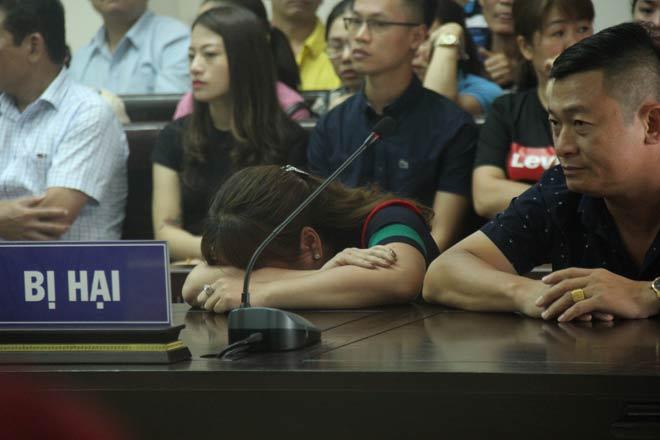 Xét xử trùm bảo kê chợ Long Biên: Bị hại nức nở kể chuyện 2 lần tự tử vì bị uy hiếp - 2