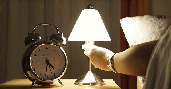 Ngủ kiểu này cực hại sức khỏe, nhiều người Việt đang làm hằng ngày - 1