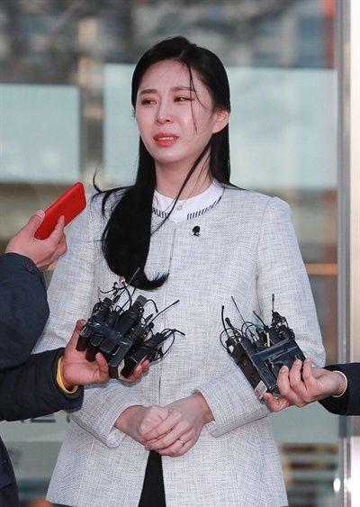 Mỹ nhân Hàn Quốc lao đao vì lộ ảnh nóng, video gợi dục
