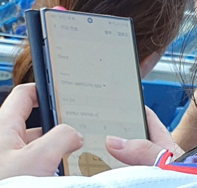 Galaxy Note 10+ bất ngờ xuất hiện trên tay trong đời thực - 2