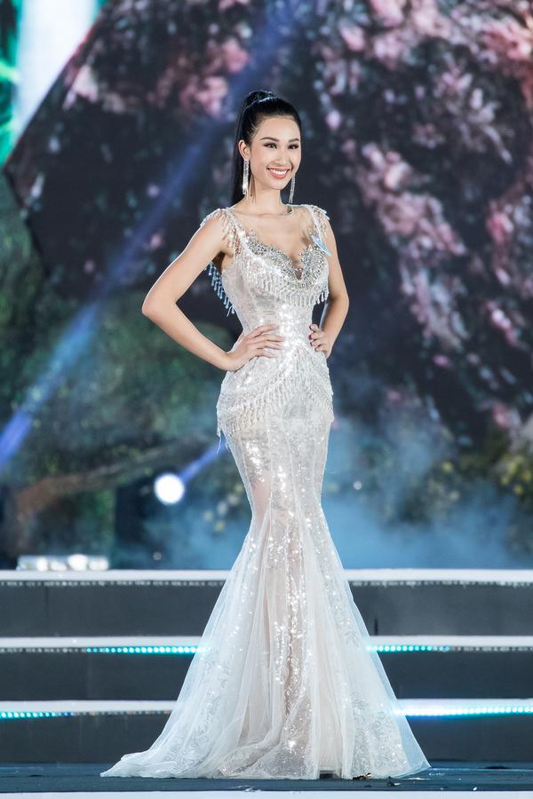 Nữ sinh Ngoại thương quê Cao Bằng đăng quang Hoa hậu Thế giới Việt Nam 2019 - 10