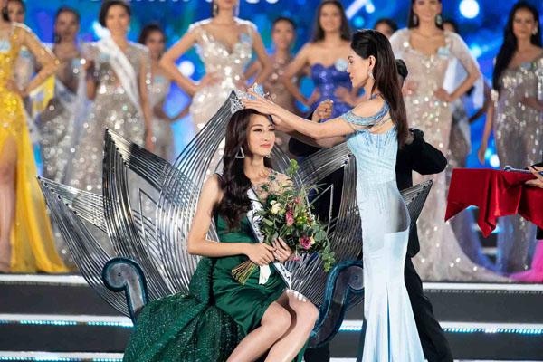 Tân Miss World Việt Nam 2019: Tuyển học sinh giỏi Anh quốc gia, IELTS 7.5 - 2