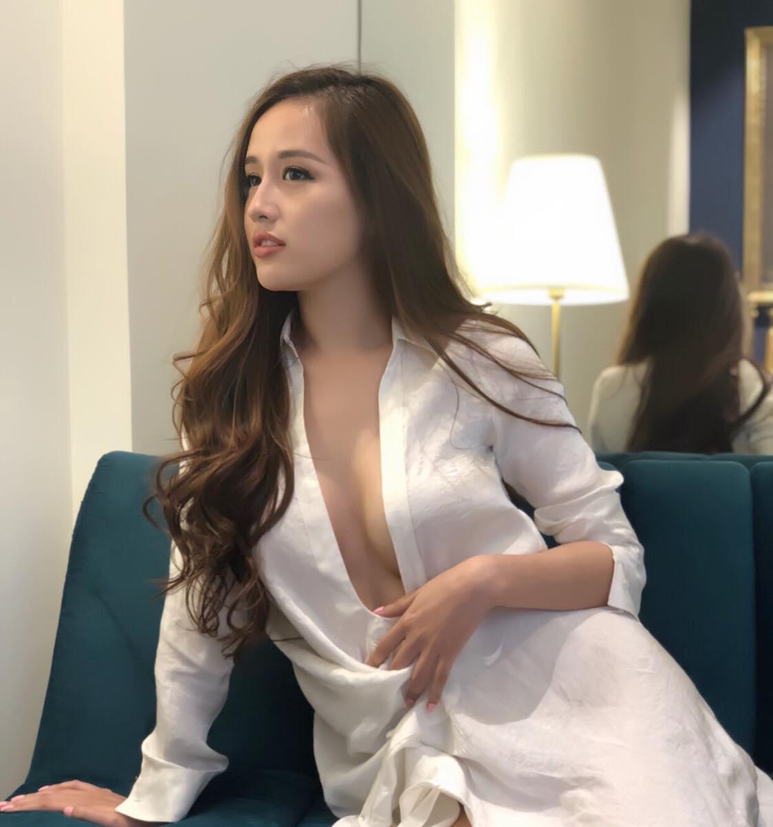 Chiếc đầm của Mai Phương Thúy là bộ váy bị bàn tán nhiều đêm qua - 6