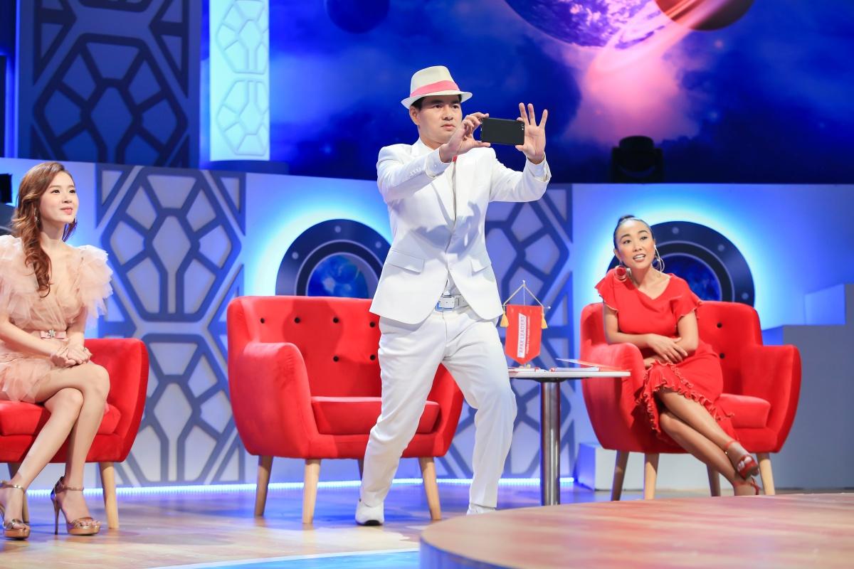 Ngô Kiến Huy chi tiền triệu tặng quà Sam trên sóng truyền hình - 3