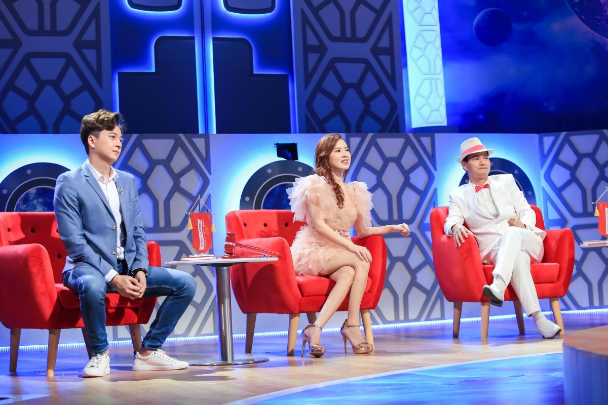 Ngô Kiến Huy chi tiền triệu tặng quà Sam trên sóng truyền hình - 1