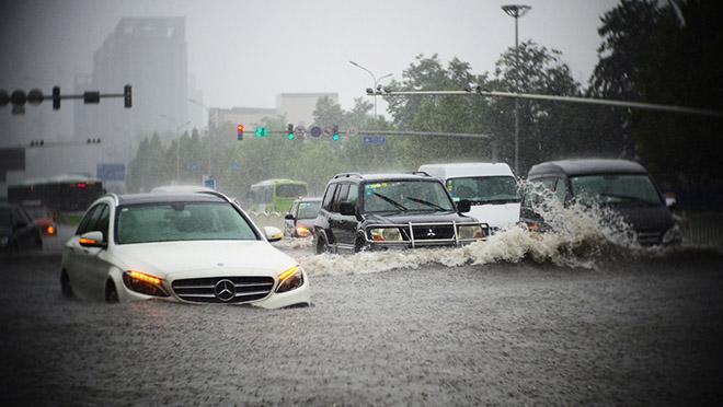 5 kỹ năng cơ bản để lái xe an toàn mùa mưa bão tại Việt Nam - 1