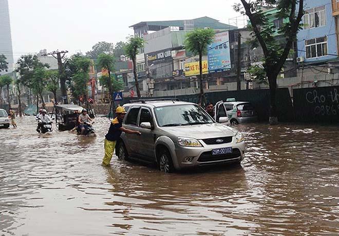 5 kỹ năng cơ bản để lái xe an toàn mùa mưa bão tại Việt Nam - 2