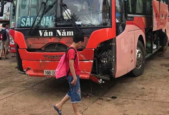 Tạm giữ tài xế xe khách lao vào chợ ven đường làm 4 người tử vong ở Gia Lai - 2