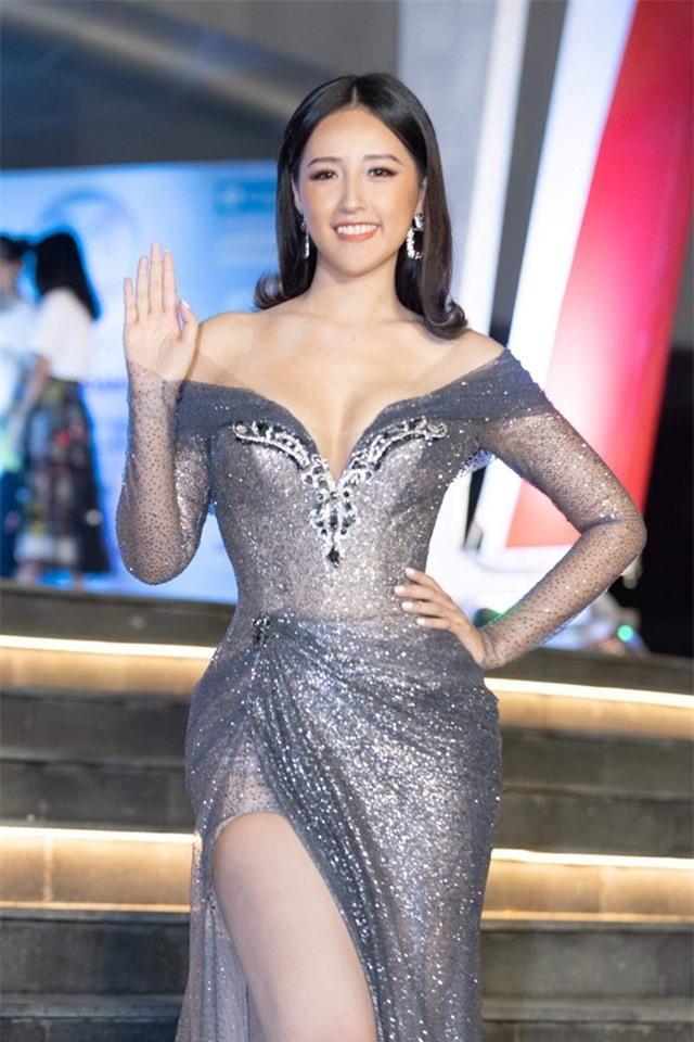 """Mai Phương Thúy thanh minh về váy diện đêm chung kết:""""Tôi không thể lộ vòng 1 được!"""" - 2"""