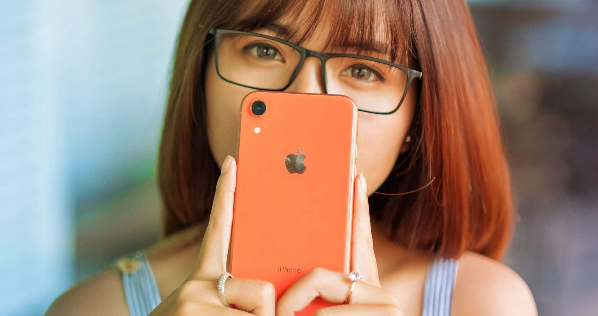 iPhone XR và iPhone 8 Plus: Bạn thích tai thỏ hiện đại hay phím home màn hình truyền thống? - 7