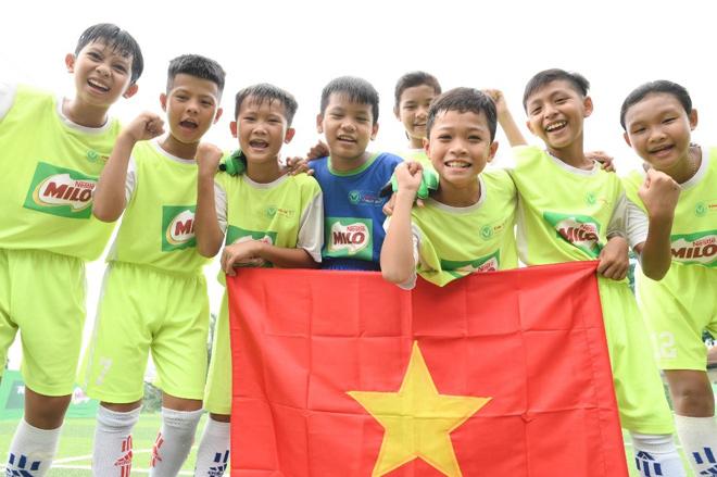 8 cầu thủ nhí Việt Nam tranh tài tại Barcelona cùng giấc mơ gặp thần tượng Messi - 1