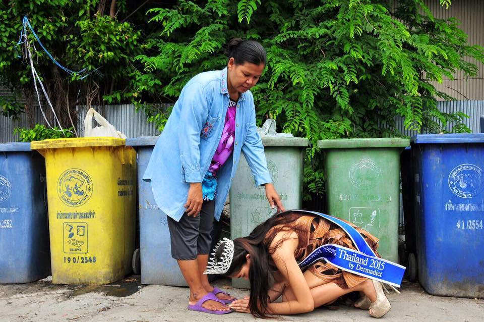"""""""Đối thủ"""" của Lương Thùy Linh bất ngờ quỳ lạy trong ngày đăng quang Miss World Thái - 4"""
