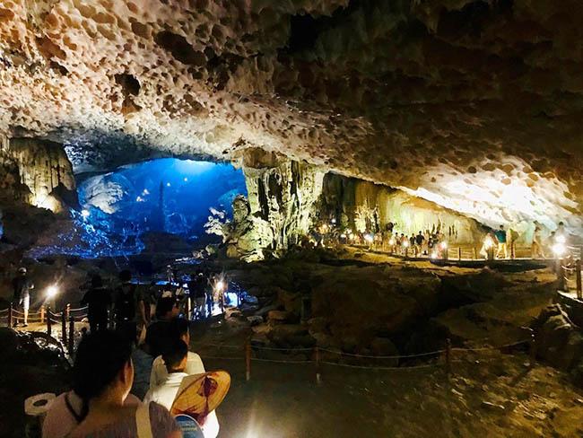 Cận cảnh hang động làm du khách 'sửng sốt' khi đến Hạ Long - 1
