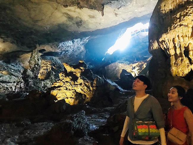 Cận cảnh hang động làm du khách 'sửng sốt' khi đến Hạ Long - 12