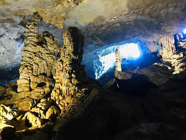 Cận cảnh hang động làm du khách 'sửng sốt' khi đến Hạ Long - 8