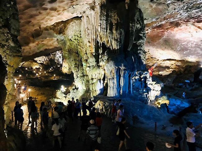 Cận cảnh hang động làm du khách 'sửng sốt' khi đến Hạ Long - 9