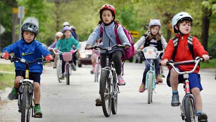 Dạy ngay cho bé những quy tắc an toàn khi đi xe buýt của trường - 3