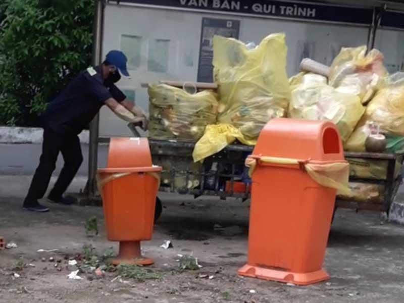 Rác thải Bệnh viện Phạm Ngọc Thạch bị… đánh cắp! - 1