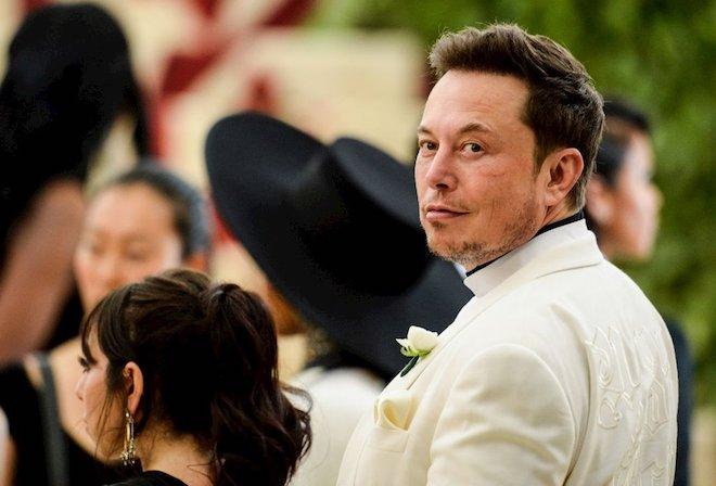"""Đến Mỹ với 2.000 USD và vali đầy sách, """"gã điên"""" Elon Musk nay đã """"dưới vài người, trên tỷ người"""" - 1"""