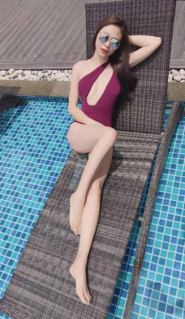 Không theo đuổi hình ảnh gợi cảm, Đàm Thu Trang nhận được lời khen ngợi bởi sự thanh lịch và giản đơn trong cách lựa chọn trang phục.