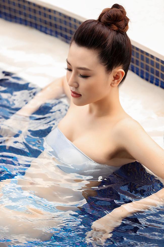 Ngọc Duyên là một trong những mỹ nhân có sở thích đặc biệt với bikini khi có trong tủ cả bộ sưu tập.