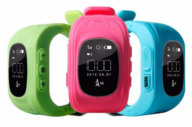 Nên hay không mua đồng hồ định vị cho trẻ sau vụ học sinh tử nạn trong xe - 1
