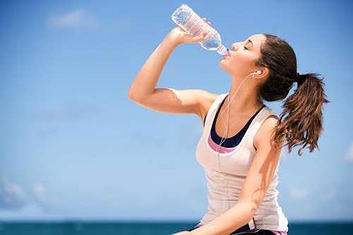 Mắc cả tỷ bệnh nguy hiểm này chỉ vì lười uống nước - 1
