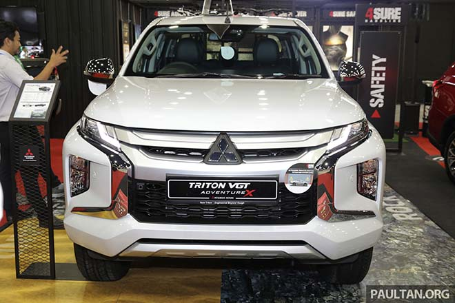 Mẫu xe bán tải Mitsubishi Triton 2019 VGT được nâng cấp thanh gá thùng Flying Sports Bar