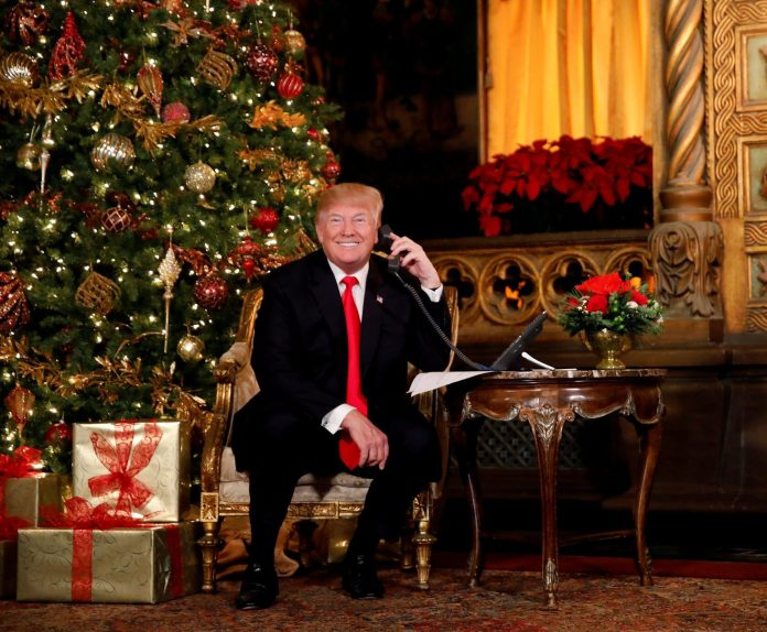 Lý do ông Trump vừa ra lệnh áp thuế lớn nhất với hàng TQ đã vội hoãn thuế một số mặt hàng